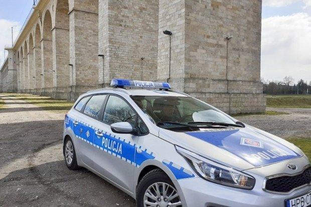 Uratowali życie 33-latkowi, który chciał skoczyć z wiaduktu w Bolesławcu
