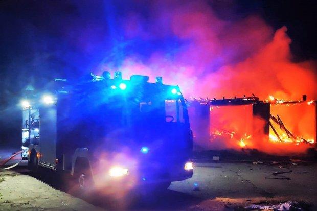 Nocna akcja straży w b. klinkierni. W jej trakcie podpalacz… wzniecił kolejny pożar