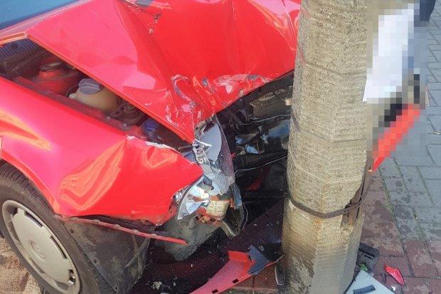 Kradzionym autem uciekał przed policją i staranował latarnię. Jest areszt