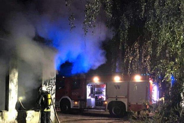 Nocny pożar budynku przy A4. Sprawę bada policja