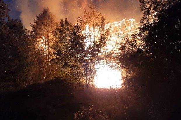Pożar w Tomaszowie. Jeden budynek spłonął doszczętnie, drugi częściowo