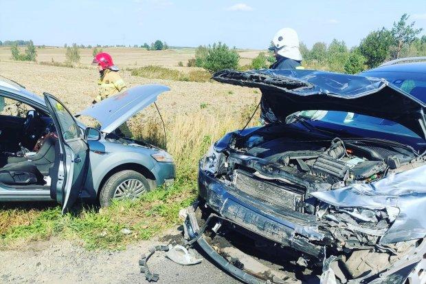 Zderzenie dwóch aut w Nowogrodźcu, dwie osoby ranne