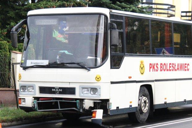 Zderzenie autobusu PKS z Peugeotem przy Kosiby