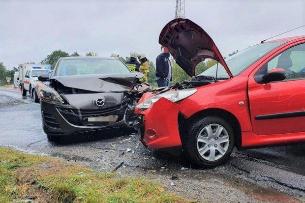 Kolizja w Golnicach. Zderzyły się dwa pojazdy, dwie osoby lekko ranne