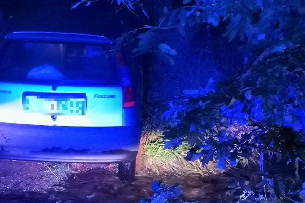 Kierowca po amfetaminie i piko uciekał przed policją, wjechał do rzeki