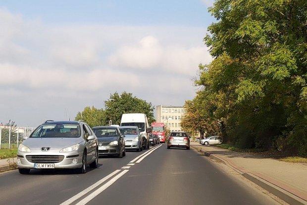 """Bolesławiec znowu zakorkowany. Kierowcy: przejazd przez miasto to """"masakra"""""""