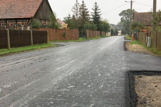 Gmina Gromadka: droga w Wierzbowej prawie gotowa
