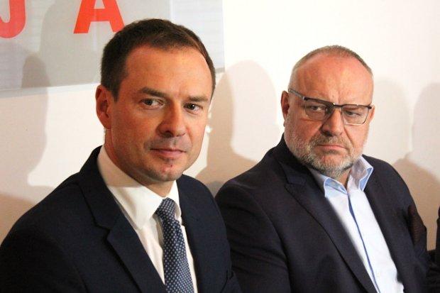 Posłowie Piotr Borys i Jarosław Duda otworzyli swoje biura w Bolesławcu