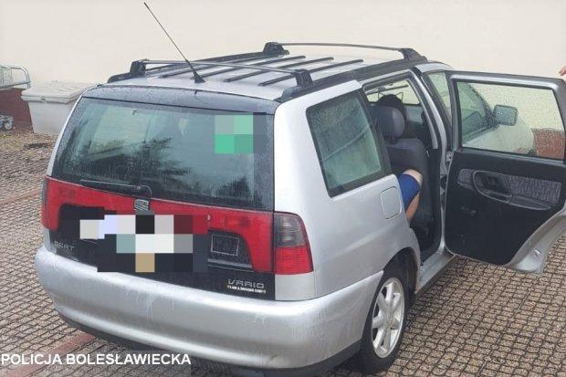 Policjant na urlopie odzyskał skradzione auto. Złodziej zatrzymany
