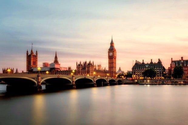 Jak długo idą paczki do Polski z UK?