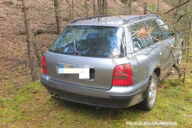 24-latek ukradł auto i ukrył je w lesie