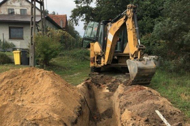 Budują kanalizację w Krzyżowej