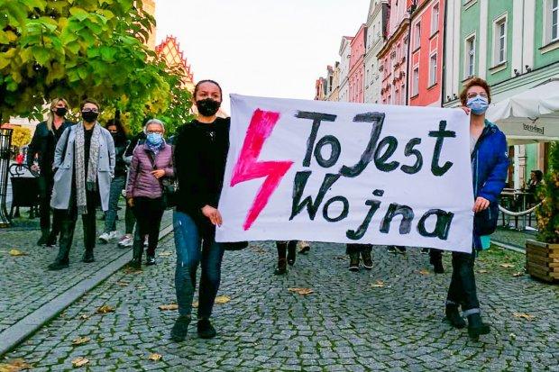 Dziś kolejny spacer-protest w Bolesławcu ws. aborcji. Czy będzie ponad pół tys. ludzi?