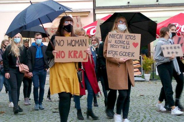 Drugi dzień spaceru-protestu w Bolesławcu w sprawie aborcji. Będzie kolejny protest