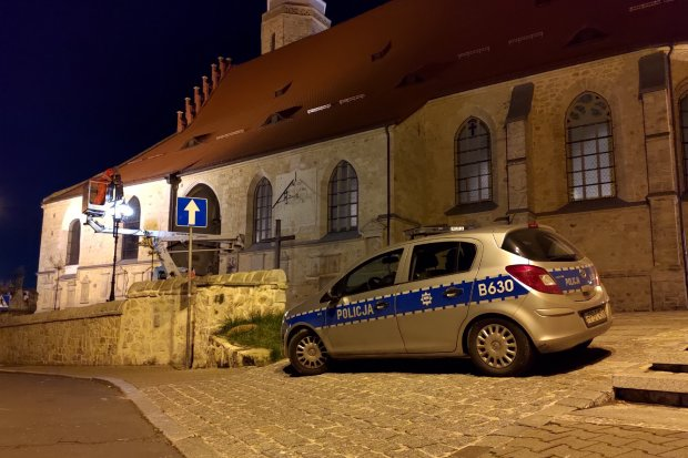 Policja pilnuje kościołów. Rząd myśli, że ktoś u nas chce coś zniszczyć?