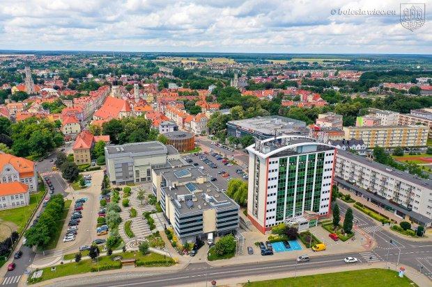 Polska Akademia Nauk o Bolesławcu: miasto kryzysowe