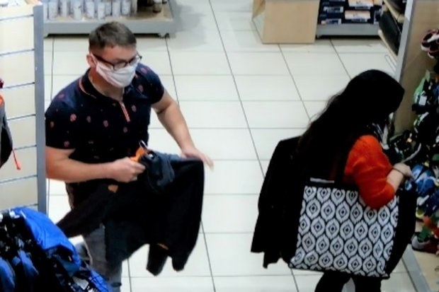 Ukradli odzież sportową. Poznajesz ich? Powiadom policję