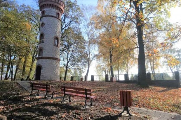 Przyjemniej przy wieży widokowej w Nowogrodźcu