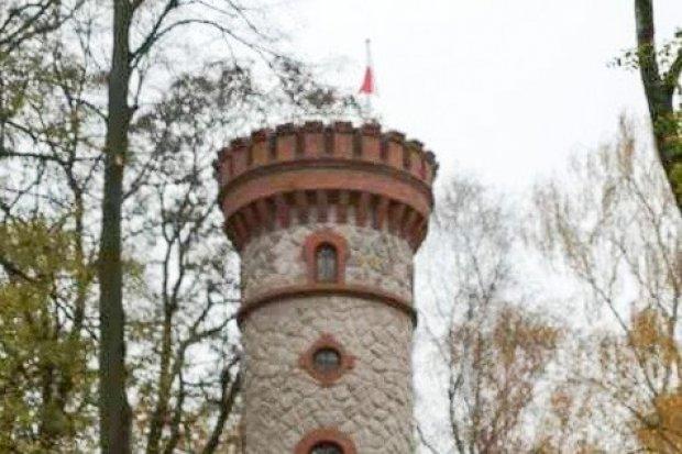 Biało-czerwona na wieży widokowej w Nowogrodźcu