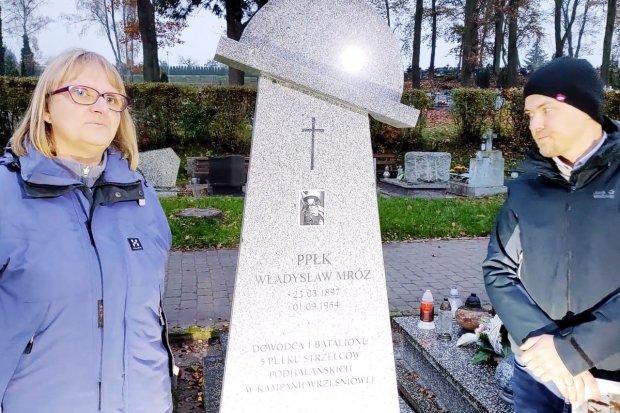 Bolesławieccy harcerze opiekują się grobem żołnierza AK. Pomnik odnowiony