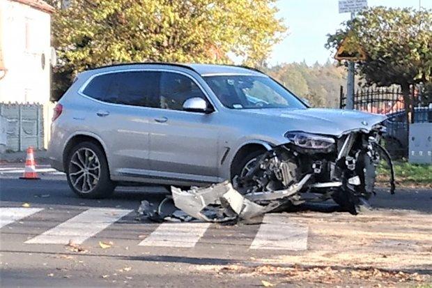 Zderzenie dwóch aut na skrzyżowaniu alei Wojska Polskiego z ul. Żeromskiego
