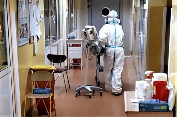 Szpital w Bolesławcu: zmarła 79-letnia kobieta, 18 pacjentów pod respiratorami
