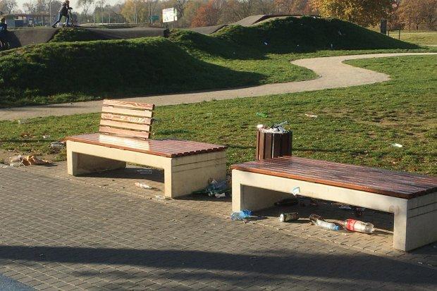Skatepark obrzydliwe zaśmiecony po libacjach brudasów!