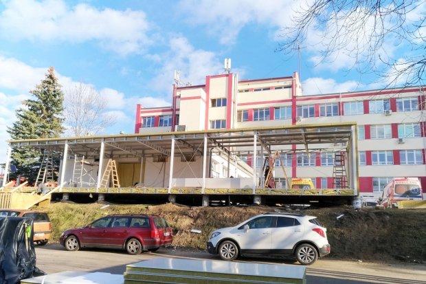 Nowy budynek powstaje przy szpitalu powiatowym, co w nim będzie?