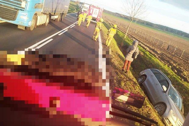 Dwa auta zderzyły się koło Tomaszowa. 3-latek przewieziony do szpitala w Legnicy