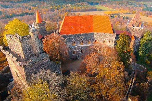 Zamek Grodziec w przepięknej, jesiennej scenerii