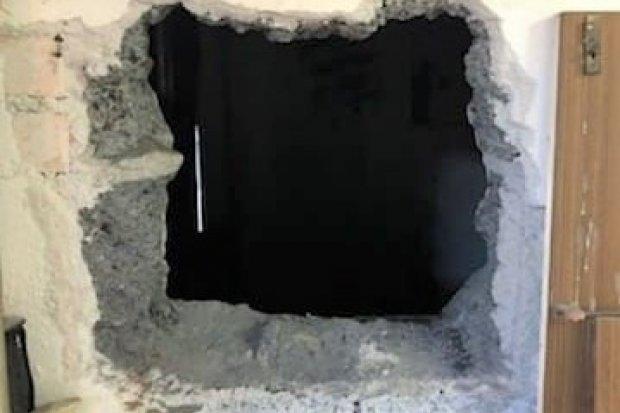 Wykuli dziurę w ścianie i włamali się do garażu. Złodzieje zatrzymani