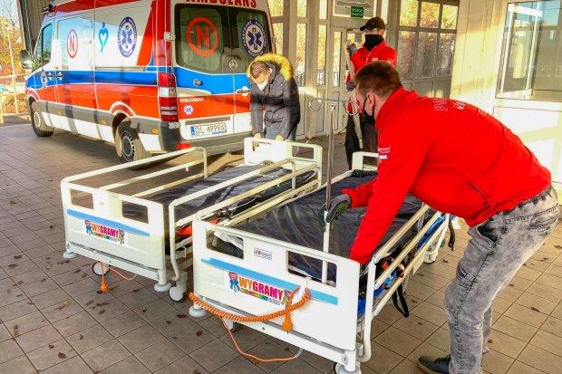 Łóżka od WOŚP trafiły do legnickiego szpitala, gdzie leczą się także bolesławianie