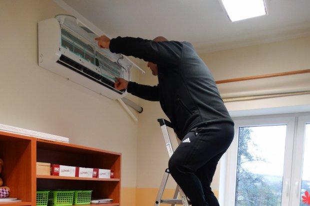 Szkoła w Gościszowie zainstalowała klimatyzatory z funkcją oczyszczania powietrza