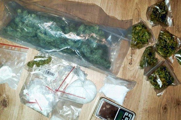 21-latek wpadł z narkotykami wartymi 29 tys. zł. Dragi wykryła labradorka Aria