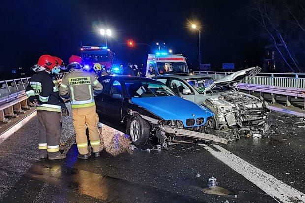 Wypadek w wigilijny wieczór w Tomaszowie Bolesławieckim, dwie osoby w szpitalu