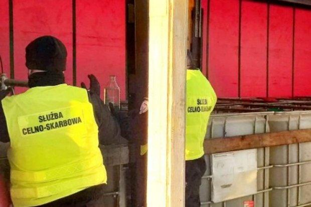 Zatrzymano nielegalny transport 78 ton substancji ropopochodnej
