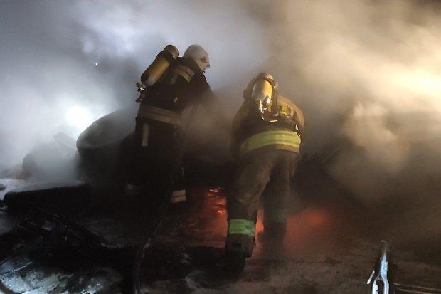Nocny pożar w Wykrotach