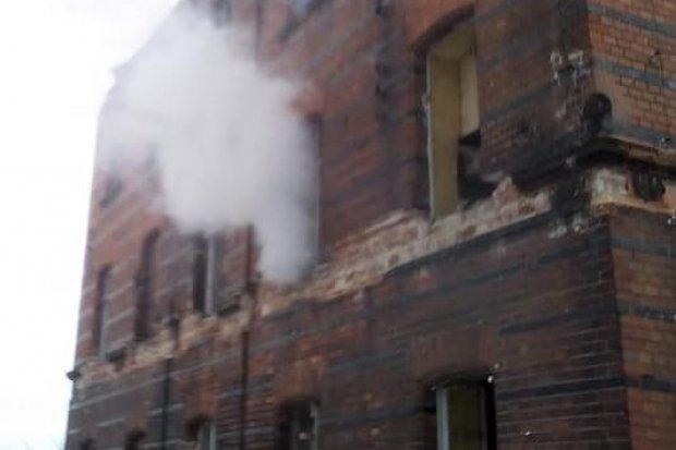Kolejny pożar w byłej klinkierni w Nowogrodźcu. Seryjny podpalacz?