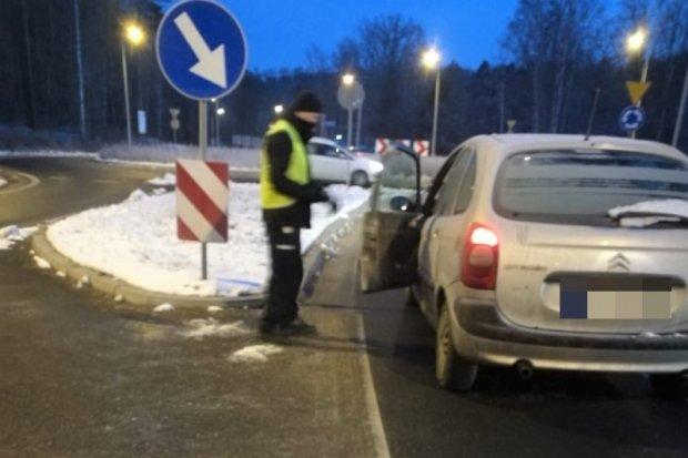 Dwóch pijanych kierowców w rękach policji
