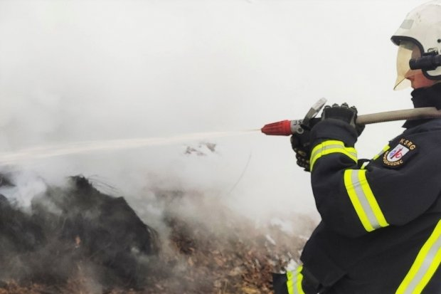 Pożar opon w Nowogrodźcu. Podpalenie?