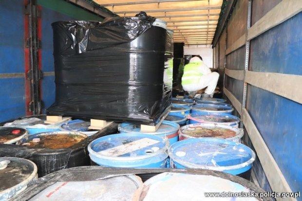 Ponad 110 tys. litrów niebezpiecznych substancji na Kościuszki. Wideo i zdjęcia