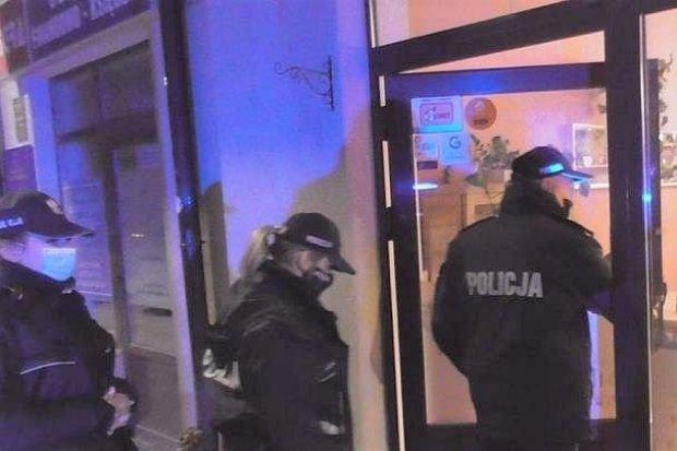Policja kontroluje lokale i kluby. Były przypadki łamania obostrzeń, grozi za to do 30 tys. zł kary