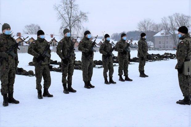 Artylerzyści znakomicie opanowali musztrę