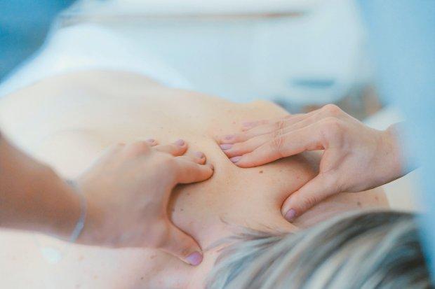 Zaproponowały 82-latce... masaż na koronawirusa, ukradły jej 5 tys. zł