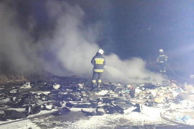 Nocna akcja straży pożarnej przy Fabrycznej