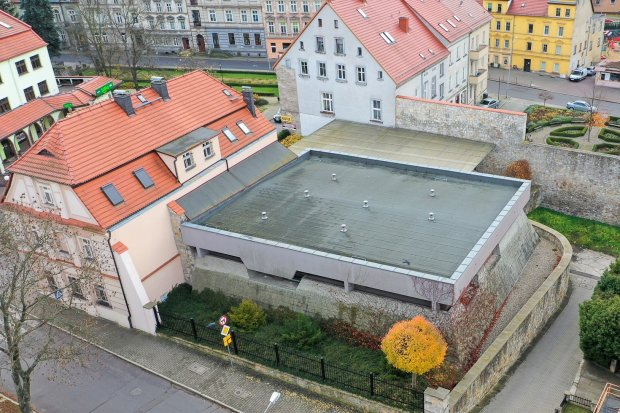 Co z siedzibą Muzeum Ceramiki? Powstanie tam budynek mieszkalny albo biurowiec?