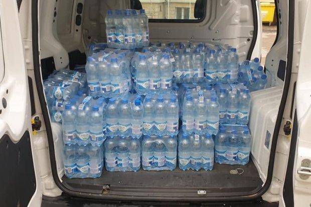 Ponad 1,5 tys. butelek wody mineralnej dostarczono do oddziału covidowego