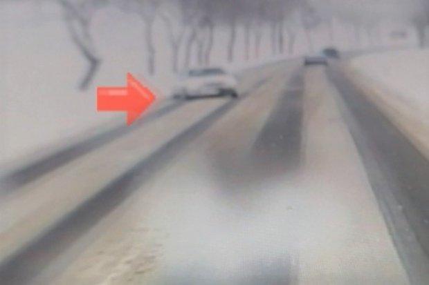 Kompletnie pijany kierowca wpadł, bo spowodował kolizję z ciężarówką