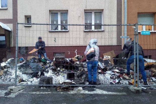 Nie żyje ofiara pożaru w kamienicy w centrum miasta. Całą noc trwało dogaszanie