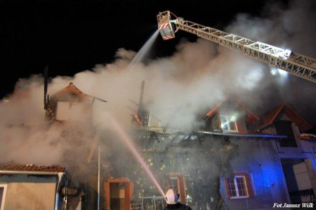 Potężny pożar hurtowni przy Podleśnej. Szczegóły akcji